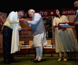 Modi presents the Jnanpith Award 2014 to Bhalchandra Nemade