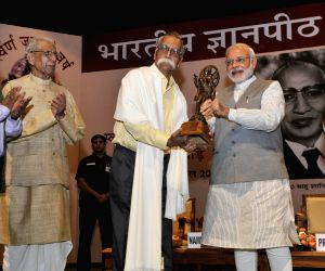 Modi presents the Jnanpith Award 2014 to Bhalchandra Nemade
