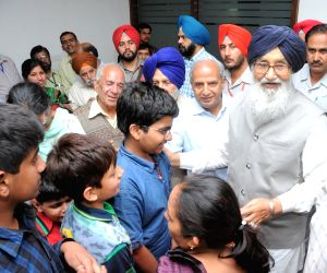 Parkash Singh Badal receives a group of Punjabi tourists