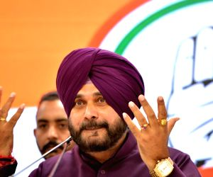 EC bars Sidhu from campaigning for 3 days