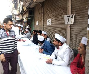 Lower turnout in early hours gets AAP in huddle, 15 seats 'shaky'