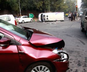 Ambulance meets with an accident on Delhi road