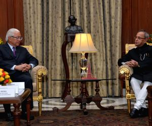 Singapore President calls on President Mukherjee