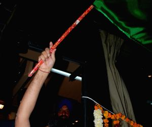Nitin Gadkari, Najeeb Jung launch Indo-Nepal bus services