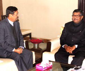 Showkutally Soodhun calls on Ravi Shankar Prasad