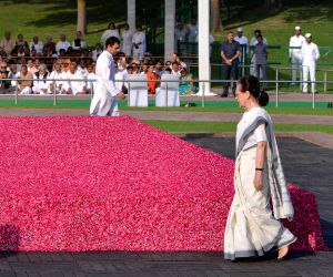 New Delhi: UPA Chairperson Sonia Gandhi and Congress president Rahul Gandhi pay tribute to Jawaharlal Nehru on his death anniversary at Shantivan, New Delhi on May 27, 2019. (Photo: IANS)