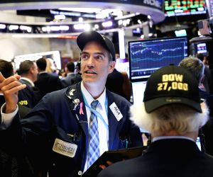 NEW YORK, July 12, 2019 (Xinhua) -- Traders work at the New York Stock Exchange in New York, the United States, July 11, 2019. U.S. stocks ended mixed on Thursday, as investors digested a batch of key data. The market also continued to be encouraged