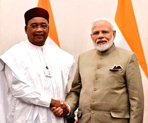 Modi holds bilaterals with Niger president, Italian PM