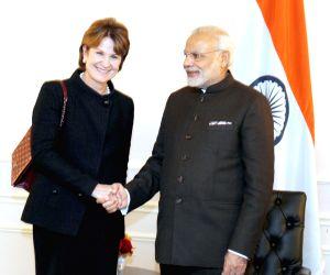 New York (US): Modi Meets Chairman of Lockheed