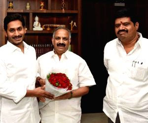 Newly appointed Chairman of the Visakhapatnam Metro Region Development Authority Dronara Raju Srinivas meets Andhra Pradesh Chief Minister Y.S. Jagan Mohan Reddy, in Amaravati on July 17, ...