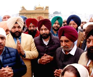 Newly-elected Amritsar mayor visits Golden temple