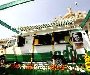 Siddaramaiah inaugurates Mobile Indira Canteen