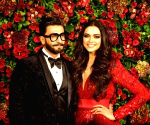 Deepika Padukone's  'That's Us' Instagram pic is hilarious and all lovey- dovey for Ranveer