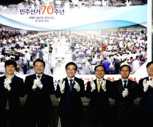 Officials at the National Election Commission (NEC), including NEC head Kwon Soon-0il (4th from L), pose for a photo at a ceremony to mark the opening of an NEC situation room in charge of ...