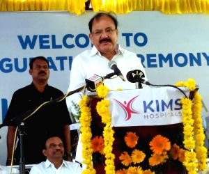 Ongole (Andhra Pradesh): Venkaiah Naidu unveils the plaque to inaugurate the KIMS hospital