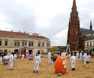 CROATIA-OSIJEK-LARGE EASTER NEST