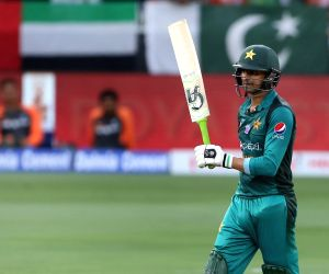 Asia Cup: Malik, Sarfraz guide Pakistan to 237/7 against India
