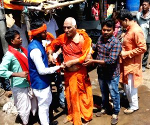 Swami Agnivesh beaten up in Jharkhand