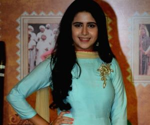 Palak finds it funny to play Avika's younger sister ()