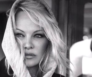 Pamela Anderson asks Donald Trump to pardon Julian Assange