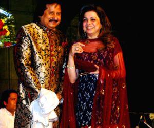 Pankaj Udhas Live at Saptarang at Gateway of India.