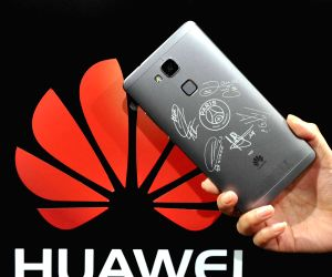 FRANCE PARIS PSG CHINA HUAWEI SMART PHONE