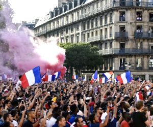 French fans get new angle on Russia at World Cup