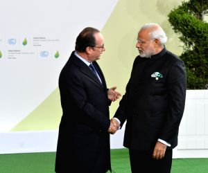 Paris (France): UNFCCC Climate Conference - PM Modi, France President Hollande