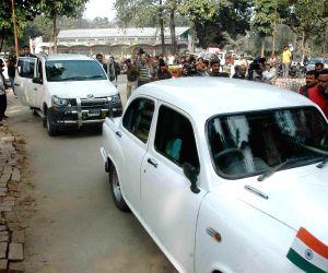 Bihar CM meets Nitish Kumar