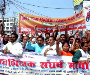 Bihar Niyojit Shikshak Sangh members demonstration