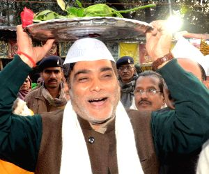 Ram Kripal Yadav visits a mazar at Patna High Court