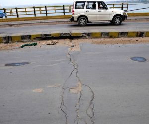Cracks develop on Patna roads
