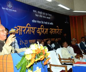 Bihar CM felicitates Hindi poet