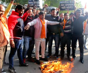 Hindu Sena demonstration outside Indian Express' office