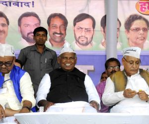 Manjhi addresses Gareeb Swabhiman Rally