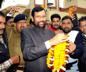 Ramvilas Paswan arrives at Patna Airport