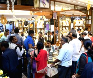 Gold sales likely to decline 50% on Dhanteras