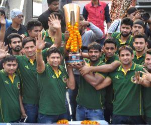 Patna Pirates arrive after winning Pro Kabaddi Season 5