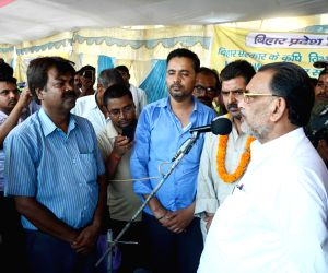 Radha Mohan Singh meets farmers sitting on indefinite hunger strike