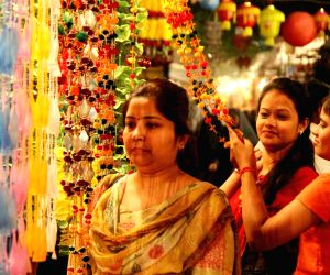 people-busy-with-diwali-shopping-on-oct