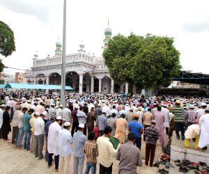 Namaz at Chowk-Ki-Masjid