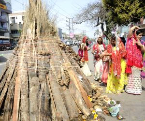 people-prepare-for-holika-dahan-on-the-eve-of