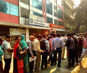 People stand in queue outside a bank  branch exchange banned notes