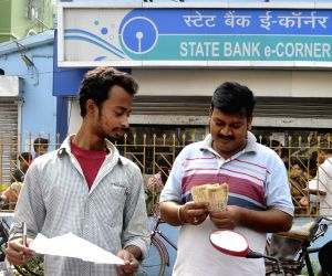 People queue up outside banks to exchange Rs 1000, 500 notes