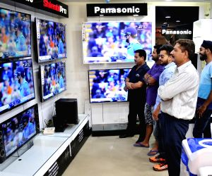 ICC CT 2017 - India Vs Pak - People glued to TV sets