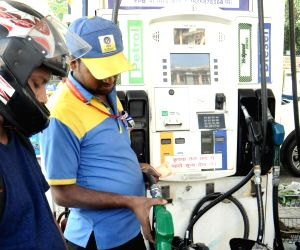 Petrol nears Rs 90/litre in Mumbai, over Rs 85 in Chennai