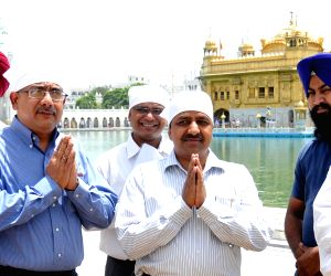 Petroleum secretary and GAIL CMD at Golden Temple