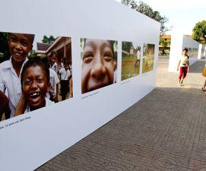 Phnom Penh (Cambodia): Exhibition of children's photos to mark the Universal Children's Day in Phnom Penh