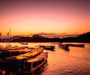 Laos-luang Prabang-mekong River-sunrise-sunset