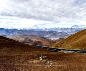 CHINA TIBET MOUNT EVEREST SCENERY